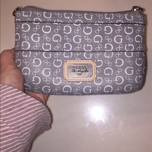 Guess zip wallet